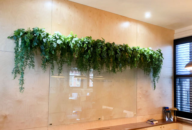 Trailing fake green wall